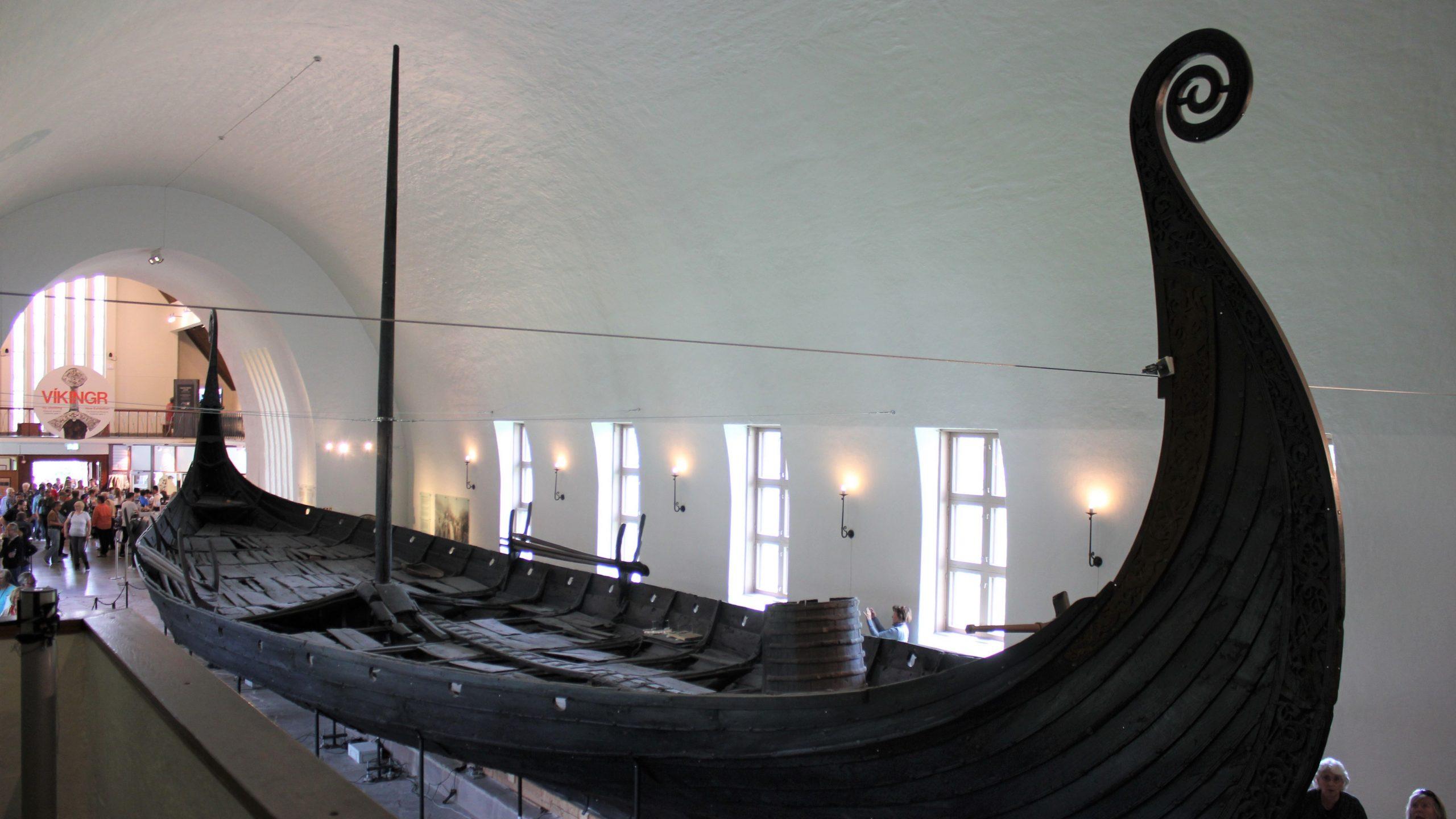Bilde viser Osebergskipet i Vikingskipshuset på Bygdøy. Foto: Øyvind Aase Fluge, Riksantikvaren