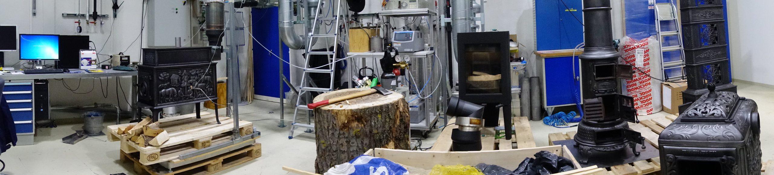 Bildet viser Vedovnene montert opp i Varmeteknisk laboratorium i Trondheim. Foto: SINTEF