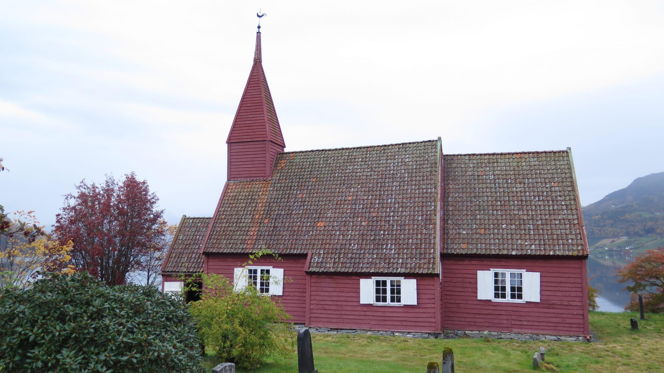 Bilde av Gimmestad kirke i Sogn og Fjordane, som er en av kirkene som har fått tilskudd. Fotograf er Ingeborg Magerøy