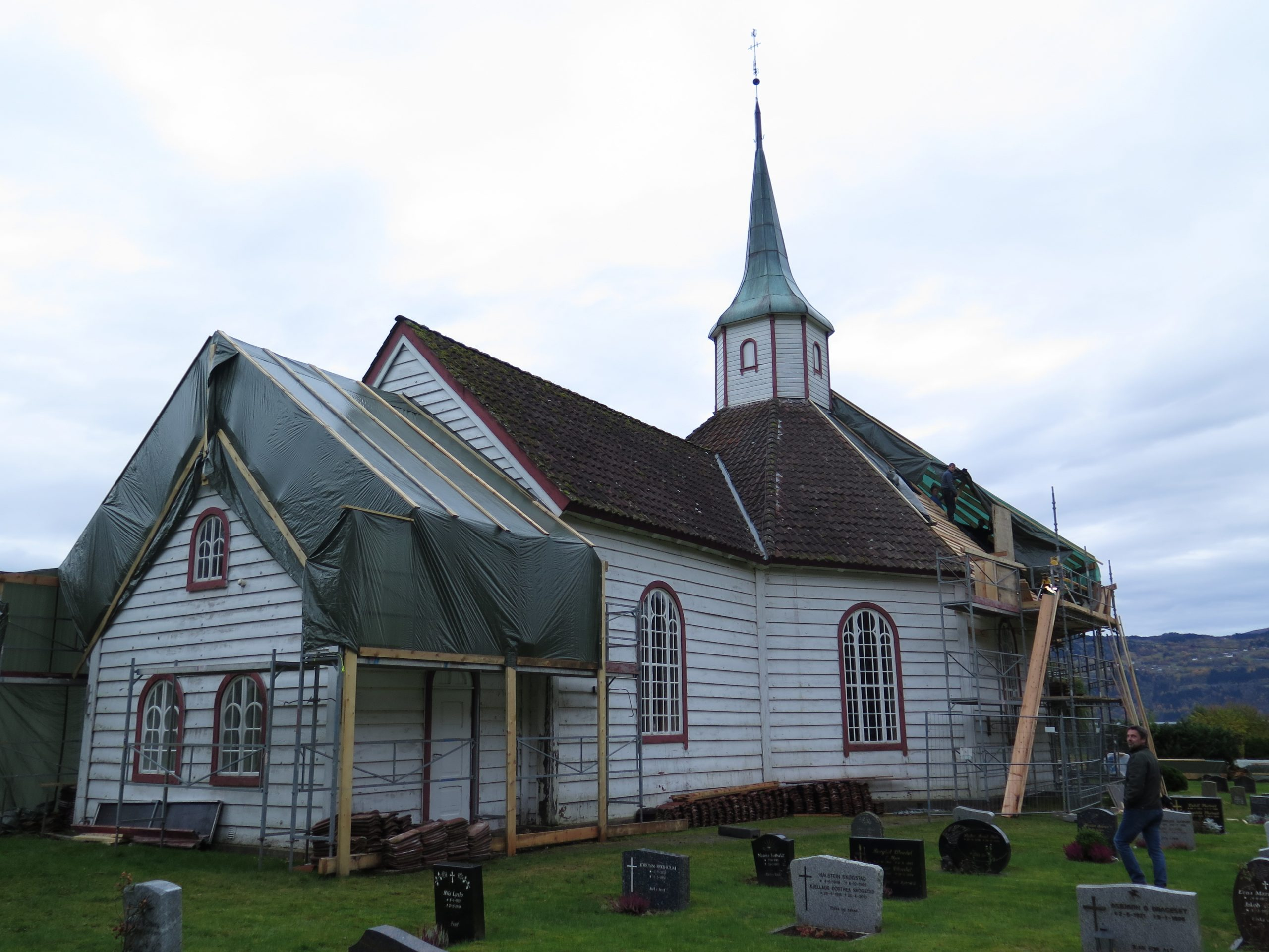 Bilde viser Innvik kirke i Stryn, Sogn og Fjordane. Fotograf er Ingeborg Magerøy