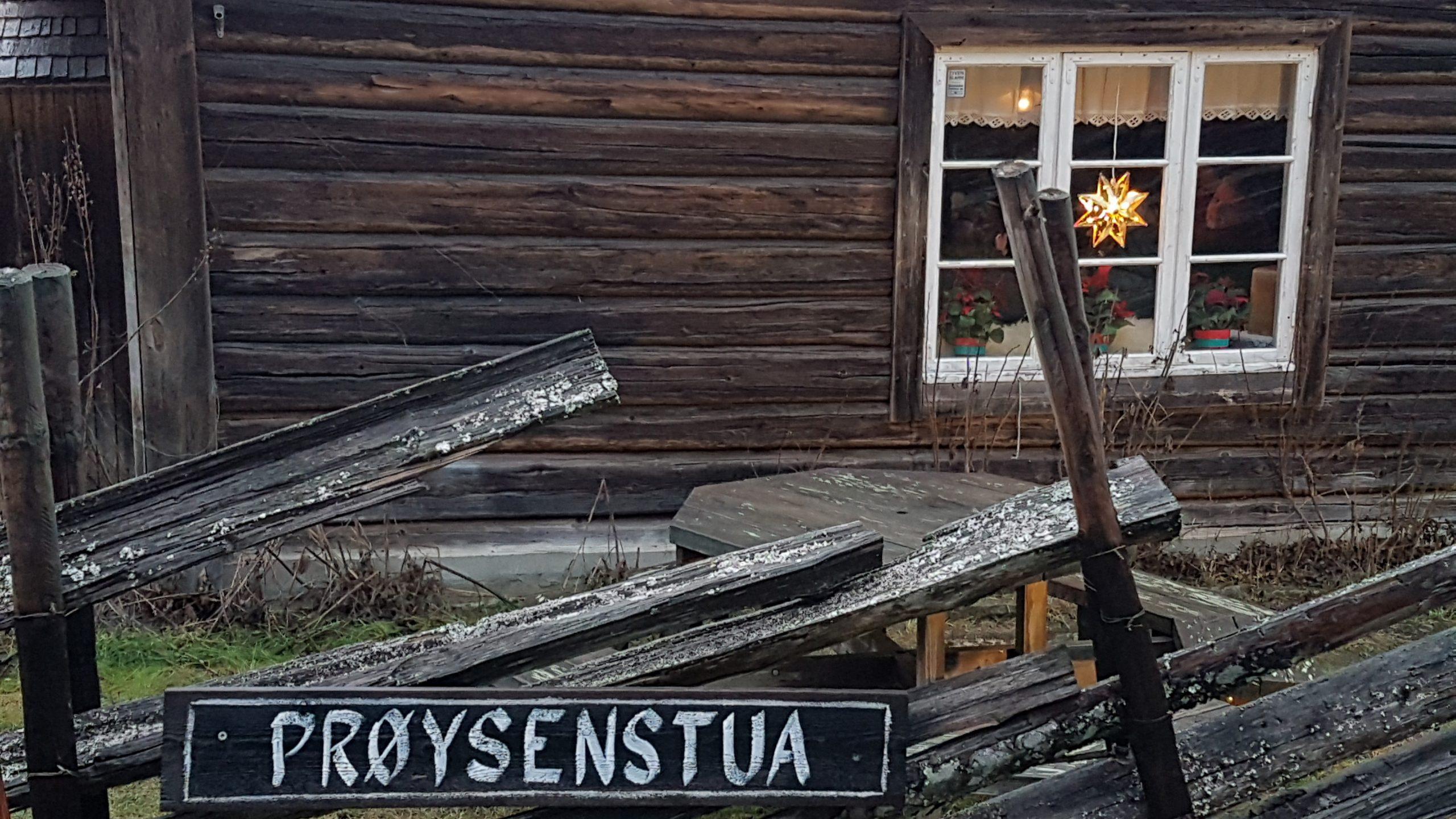 Bilde: Prøysenstua er i dag en del av formidlingssenteret Prøysenhuset i Ringsaker kommune. Foto: Siri Wolland, Riksantikvaren