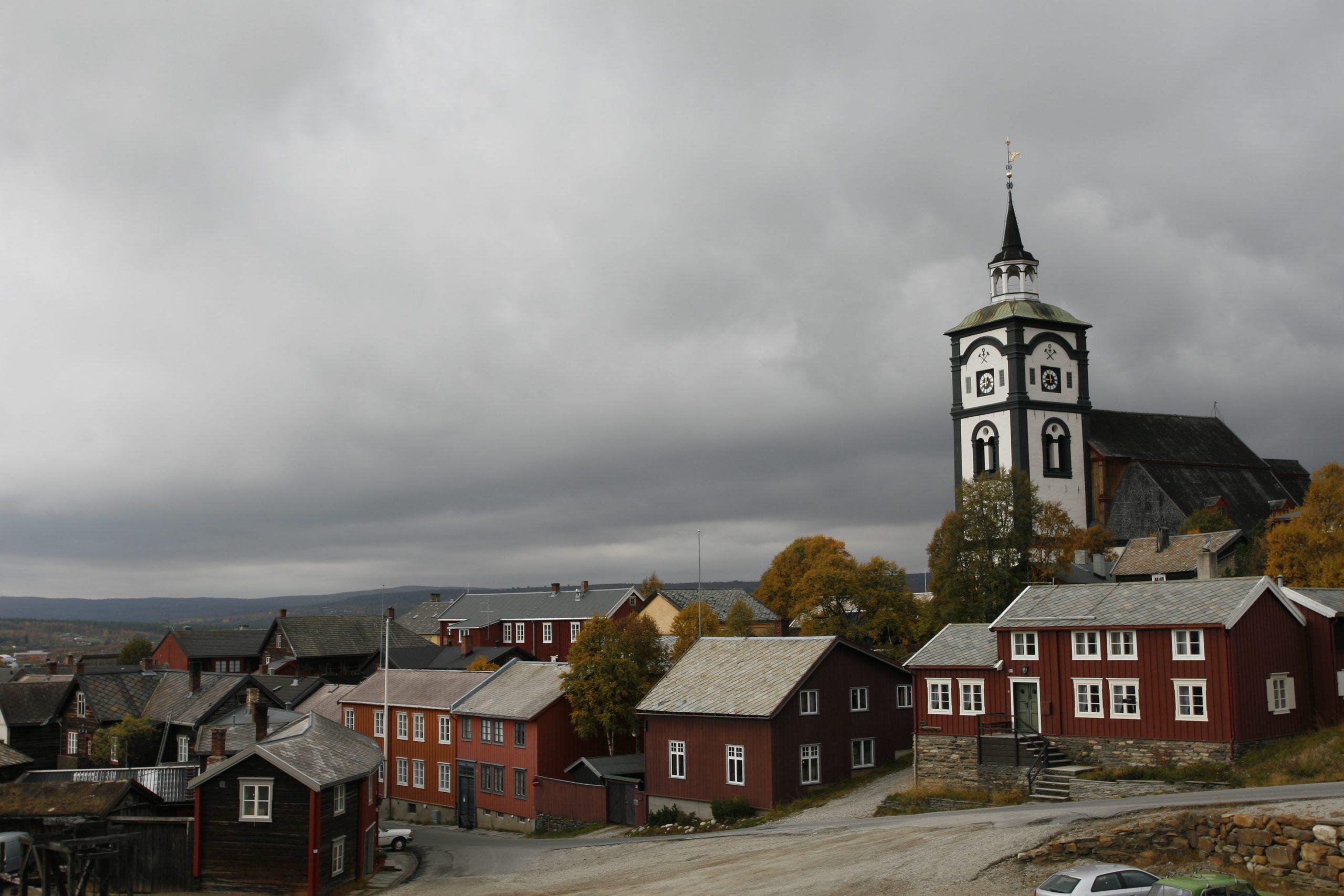 Røros kirke og hus på Røros