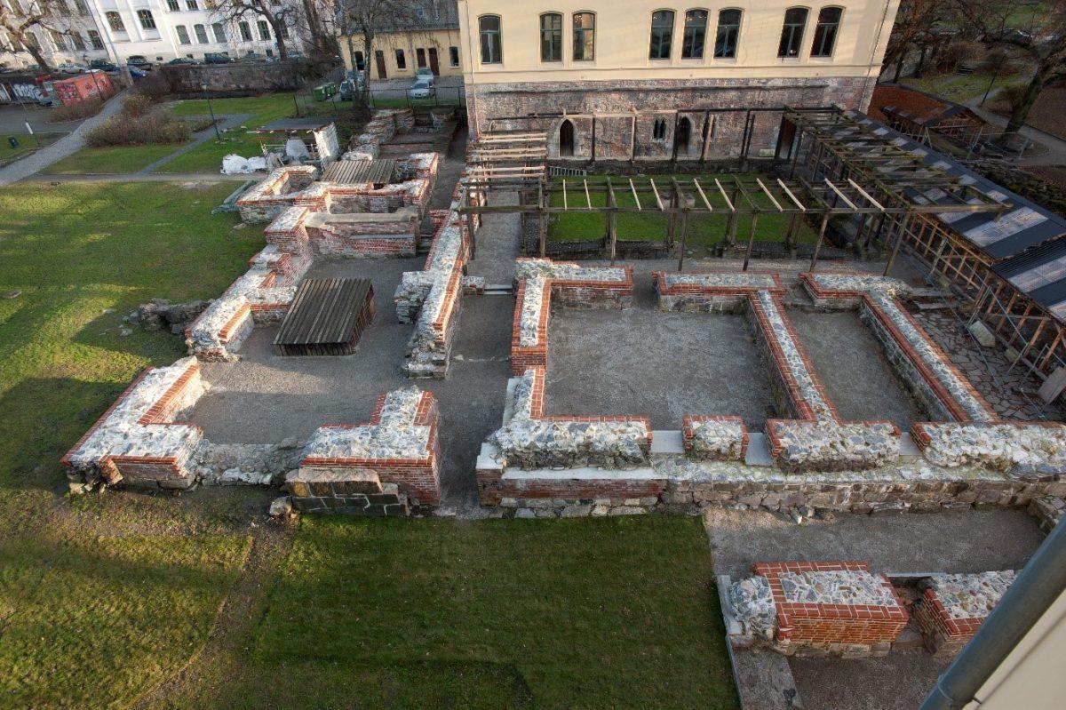 Bilde av ruin ovenfra