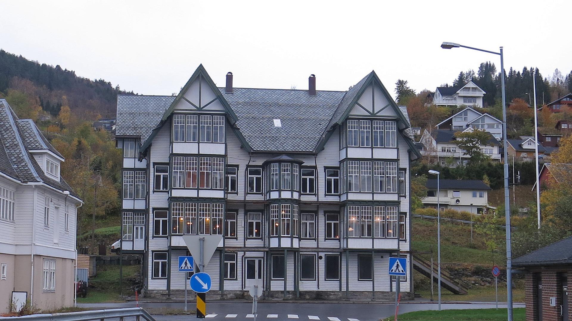Bilde av Sjøholt Hotell. Jorun Elisabet Aresvik Hals, Riksantikvaren
