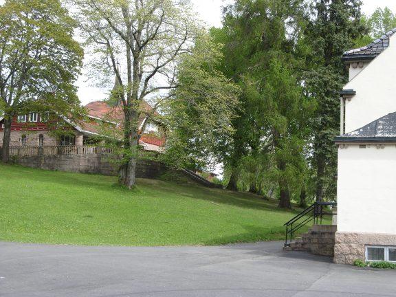 Bilde av Solhaug bygning og Stall. Foto: Mette Eggen, Riksantikvaren