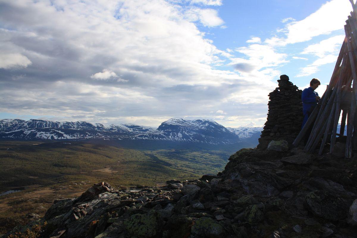 Bildet viser en Brannvarslingsvarde på Hugakollen langs Stølsruta. Foto er tatt av Katharina Sparstad