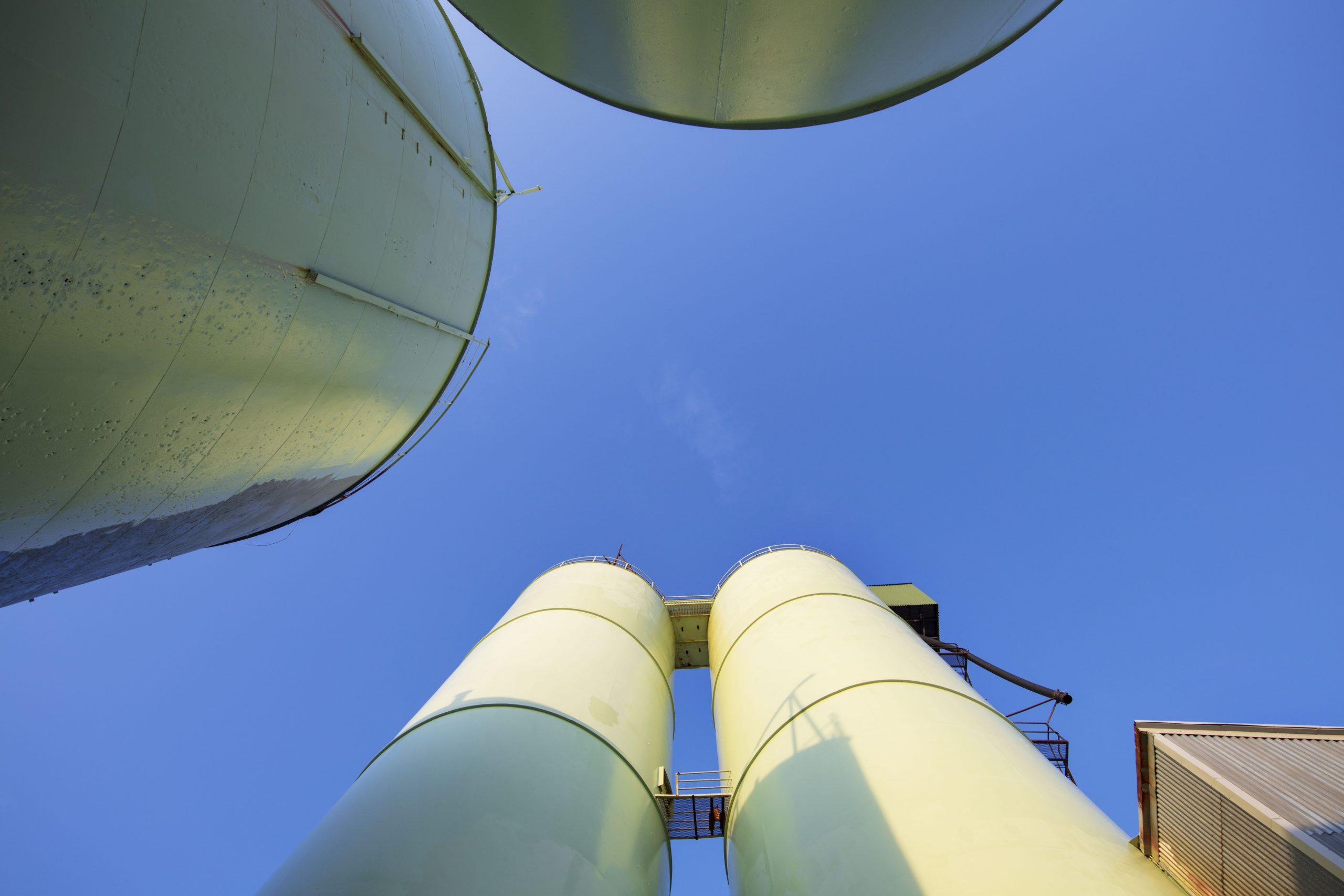 Bilde av syklontårnene og råstofftankene. Foto er tatt av Trond Isaksen