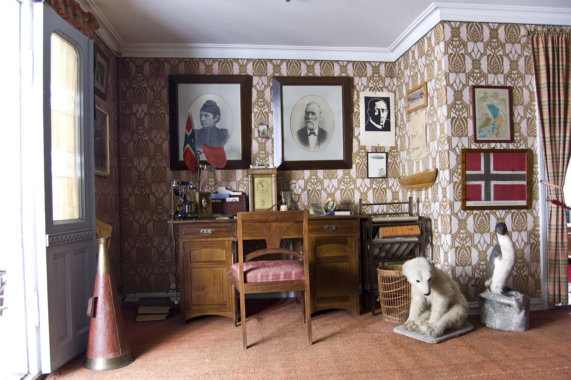 Bilde av interiøret i Roald Amundsens hjem på Uranienborg på Svartskog. Foto: Britta K. Bergersen, Follo museum