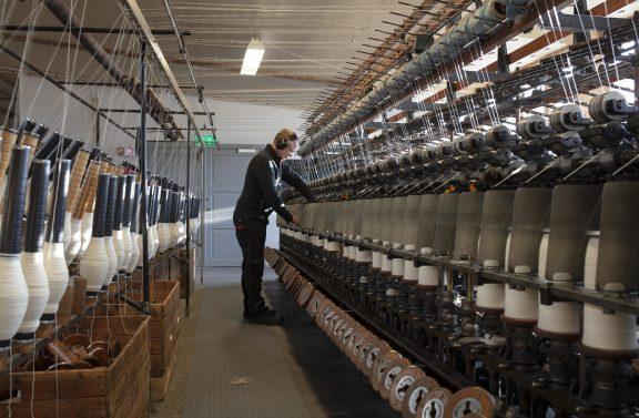 Bilde av spolemaskinen i fabrikken. Foto er tatt av Trond A. Isaksen, Riksantikvaren