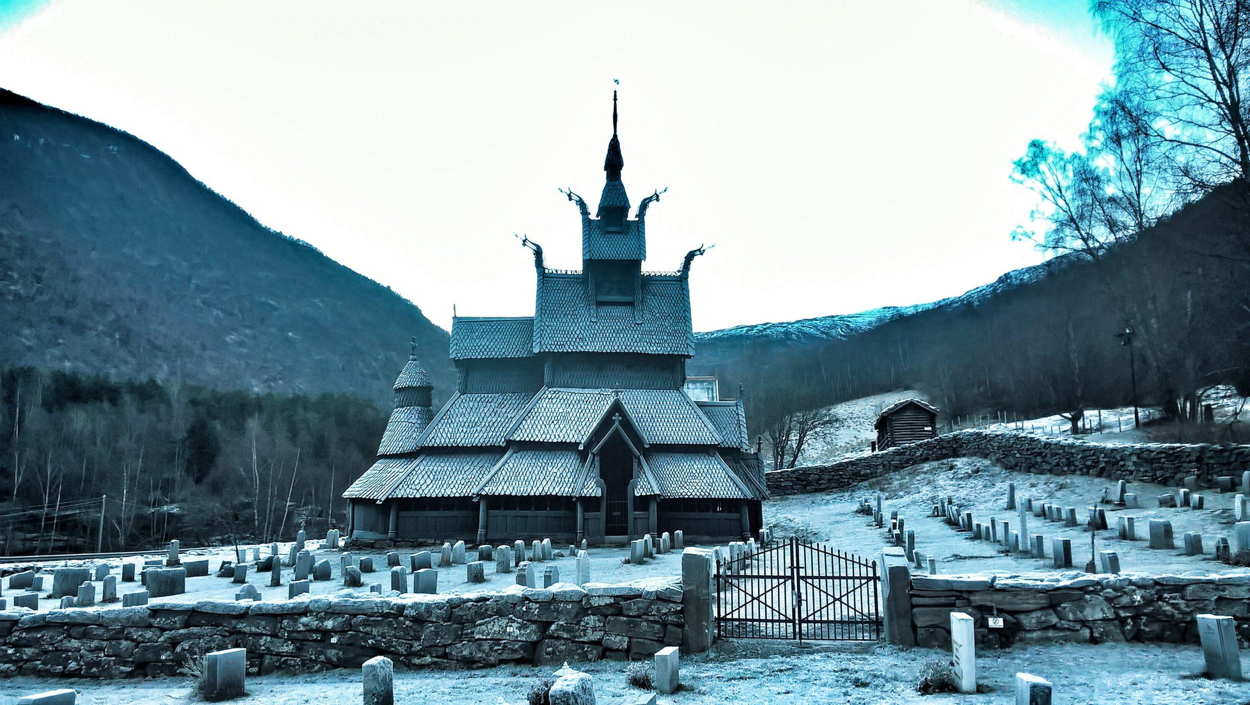 Borgund stavkyrkje med rimfrost