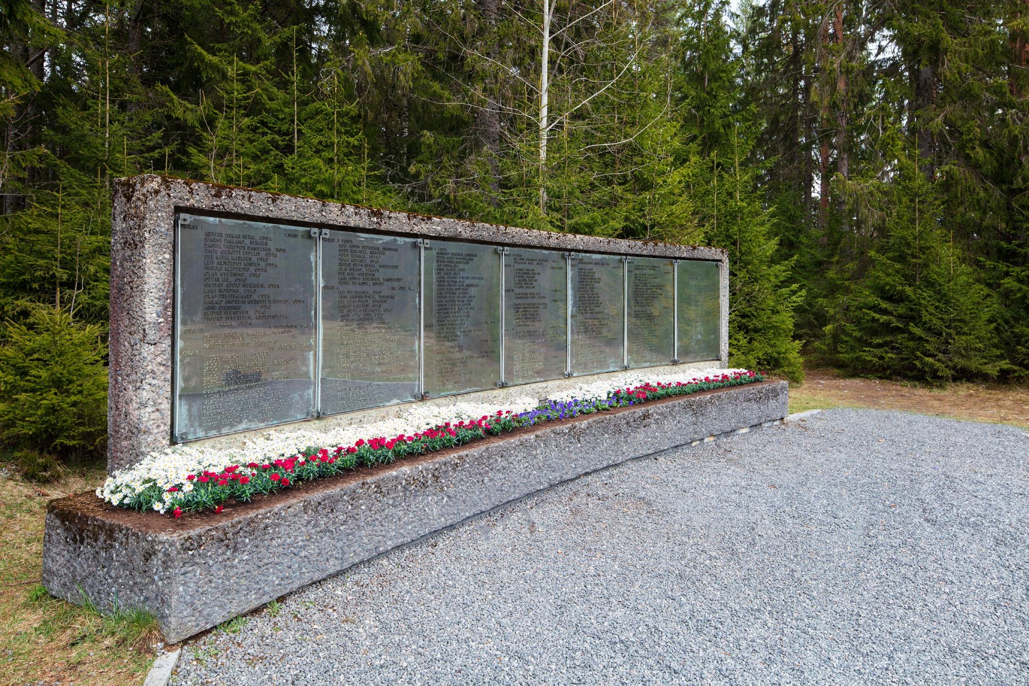 Minnetavle Trandumskogen med navn på de falne