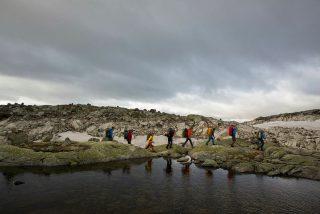 Turgåere som går tur fra Hallingskeid til Osa