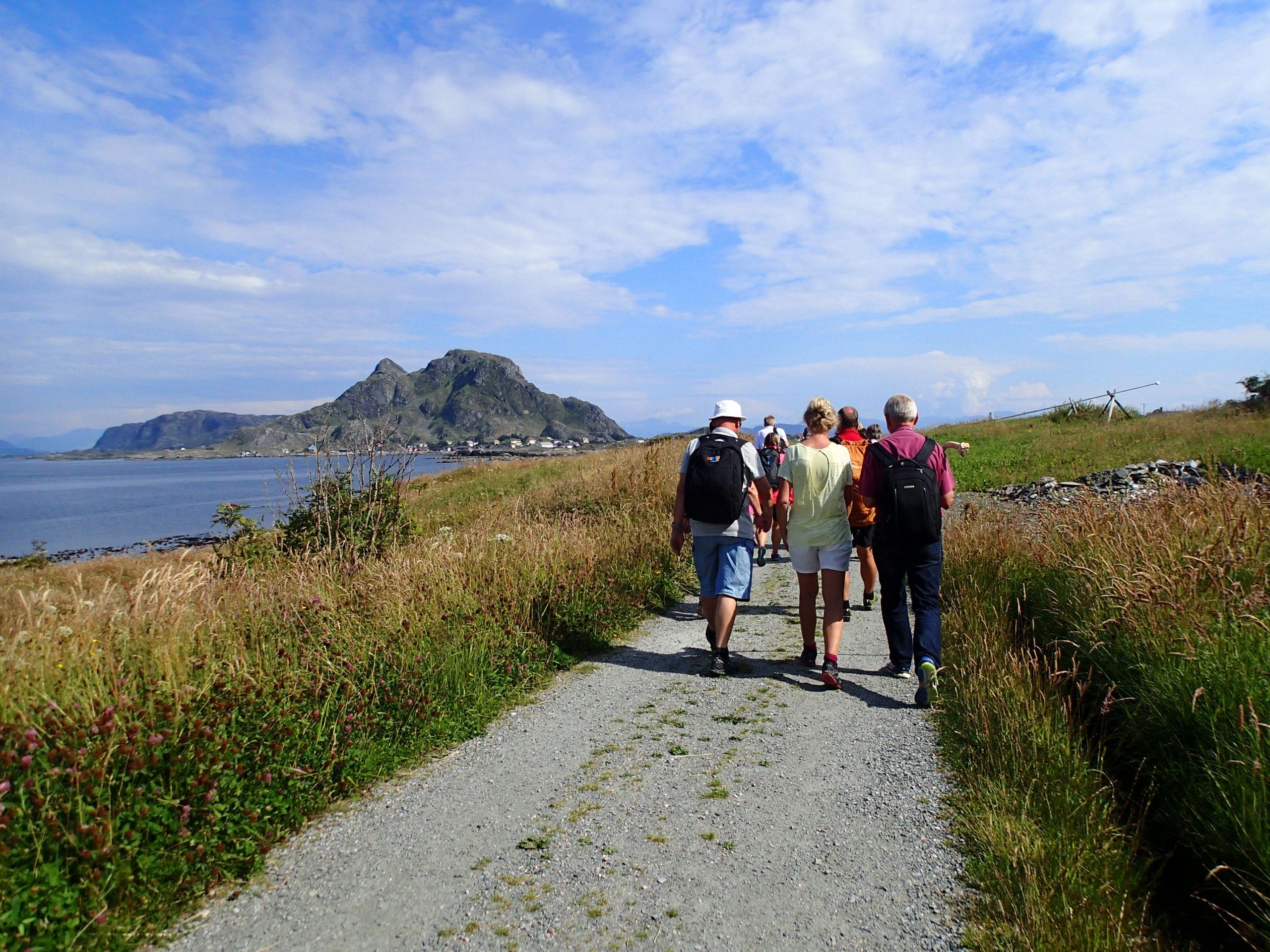 Folk på tur i Kinn kommune