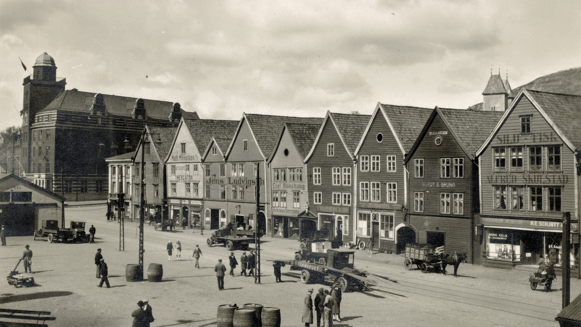 Bryggen in Bergen in days gone by. Photo: Unknown
