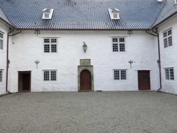 Bilde av Rosendal slott, indre gård. Foto: Louise Brunborg-Næss, Riksantikvaren