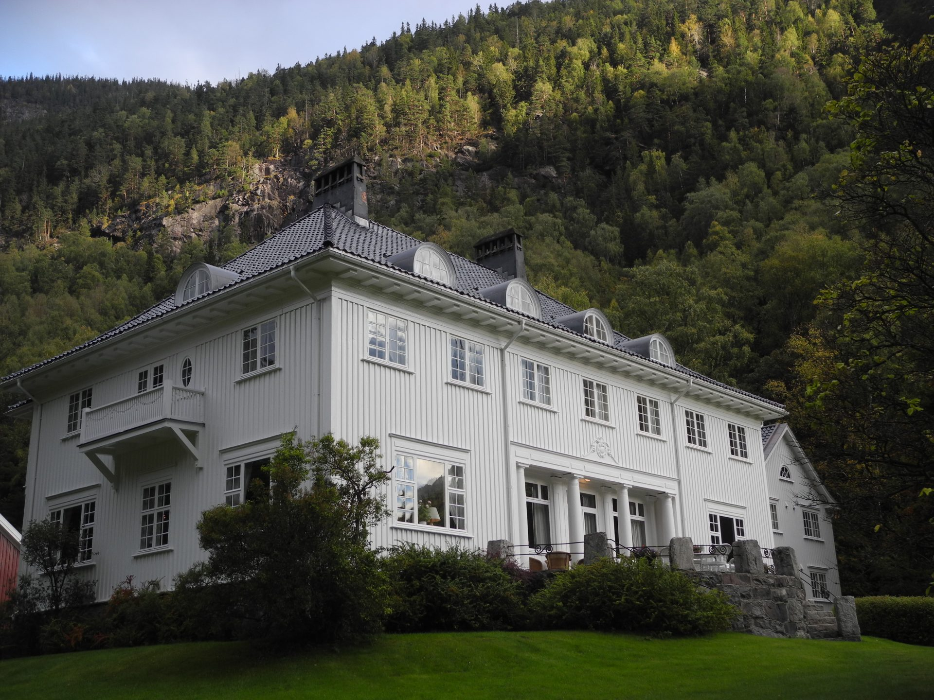 """Admini in Rjukan. The main """"Admini"""" building in Rjukan. Photo: Eva Eide, the Directorate for Cultural Heritage"""