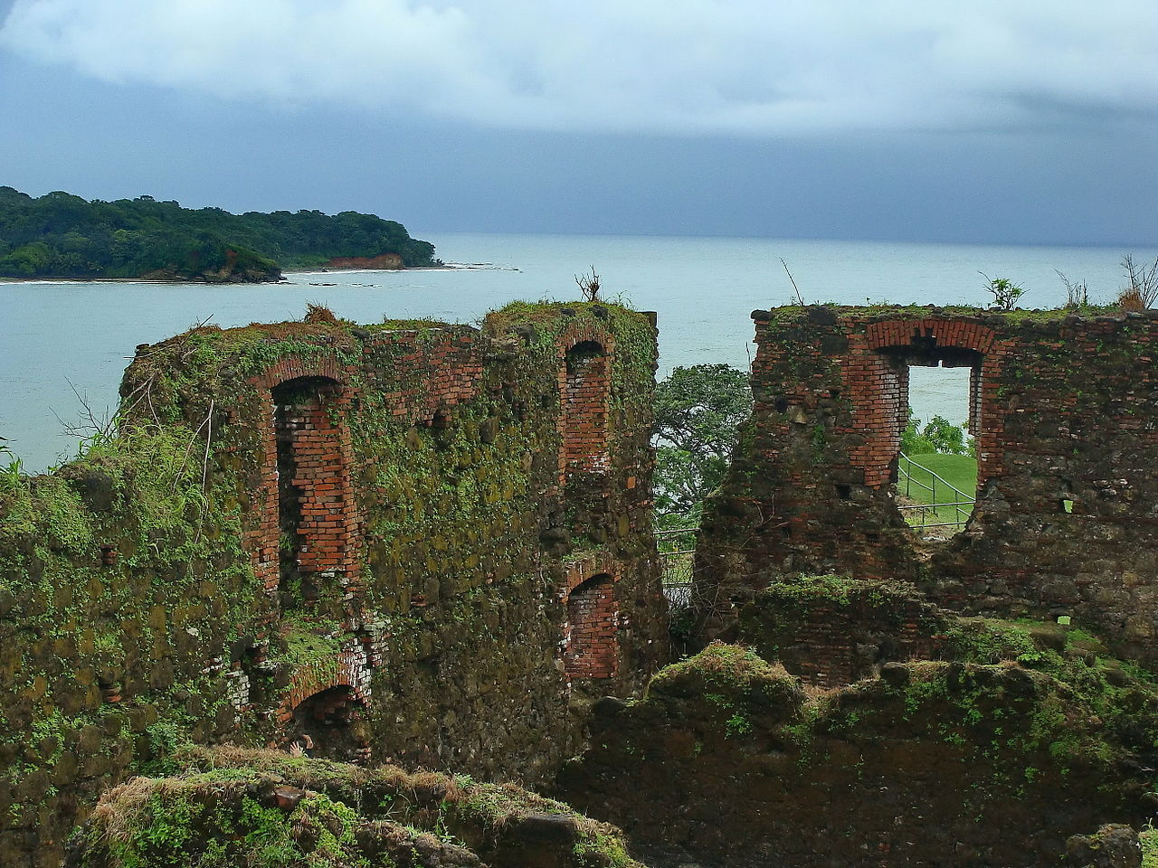 Photo of the ruins of Fort San Lorenzo. The fort in Portobelo-San Lorenzo on Panama's Caribbean coast is a World Heritage site facing major conservation and maintenance issues relating to its masonry work. Photo by Ivo Kruusamägi (CC BY-SA 3.0) via Wikimedia Commons