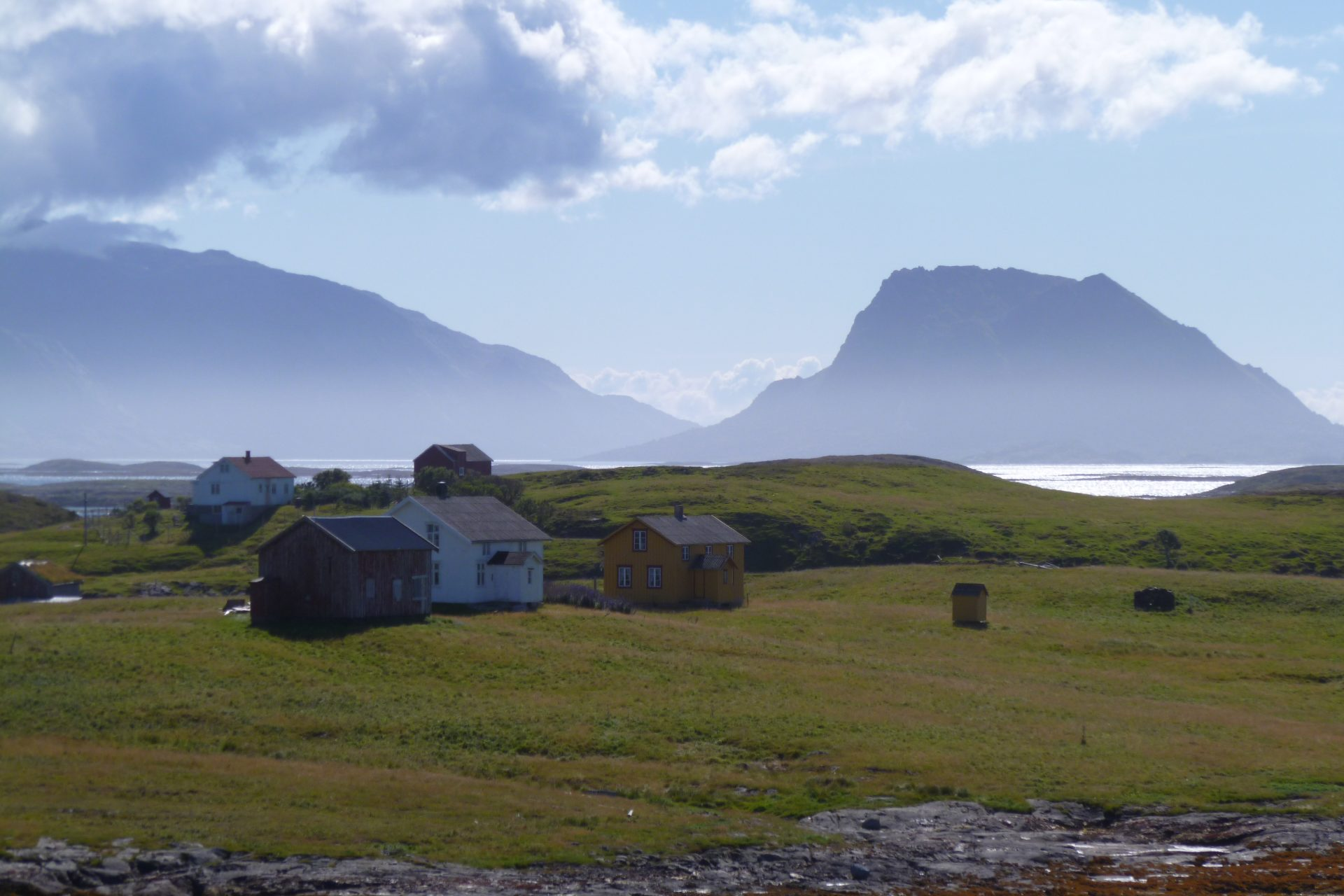 Picture of the Vega houses. Photo by J.H. Jørgensen, the Directorate for Cultural Heritage