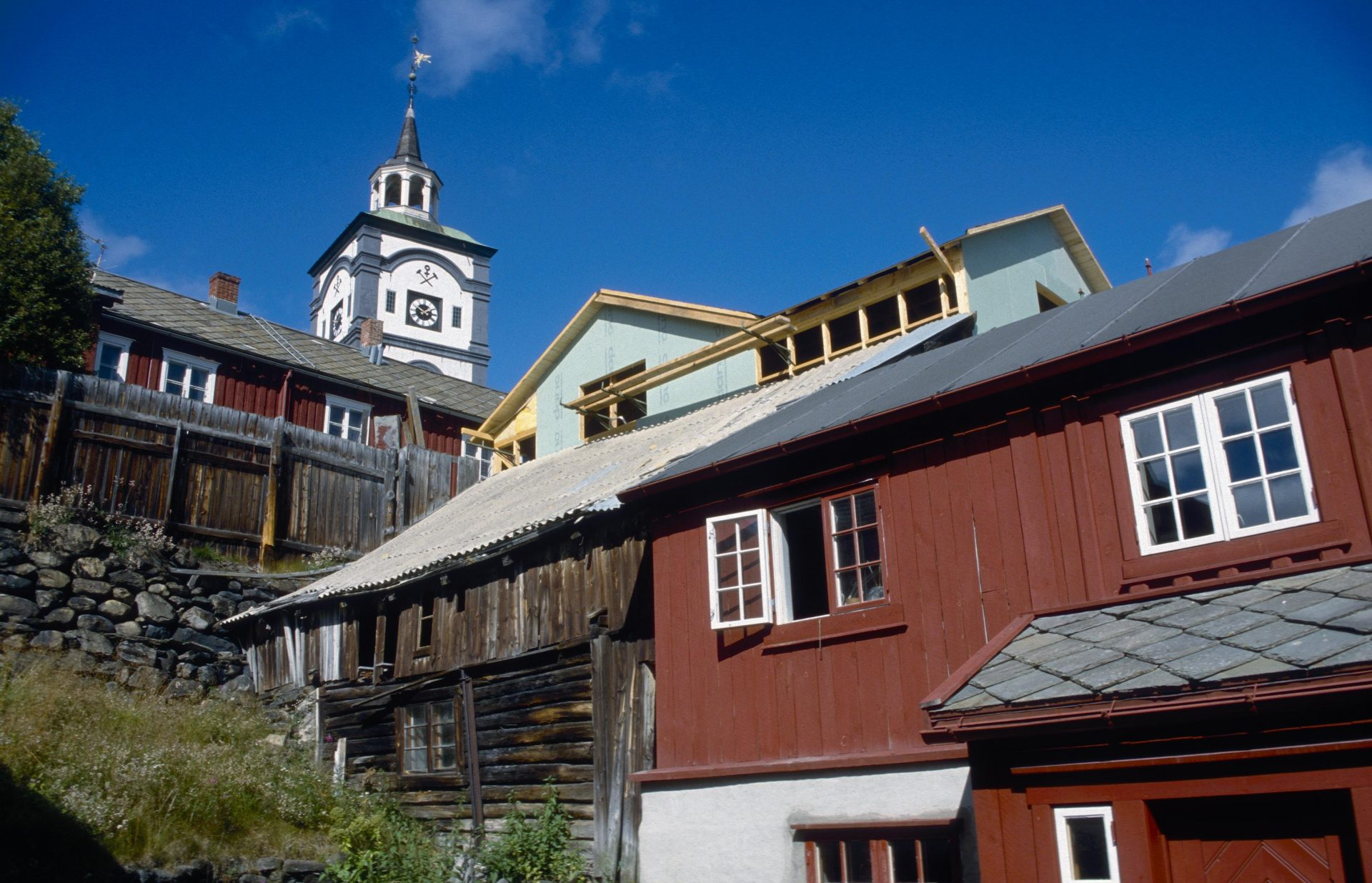 The World Heritage site in Røros features diverse architectural structures. Photo: Trond Taugbøl, the Directorate for Cultural Heritage