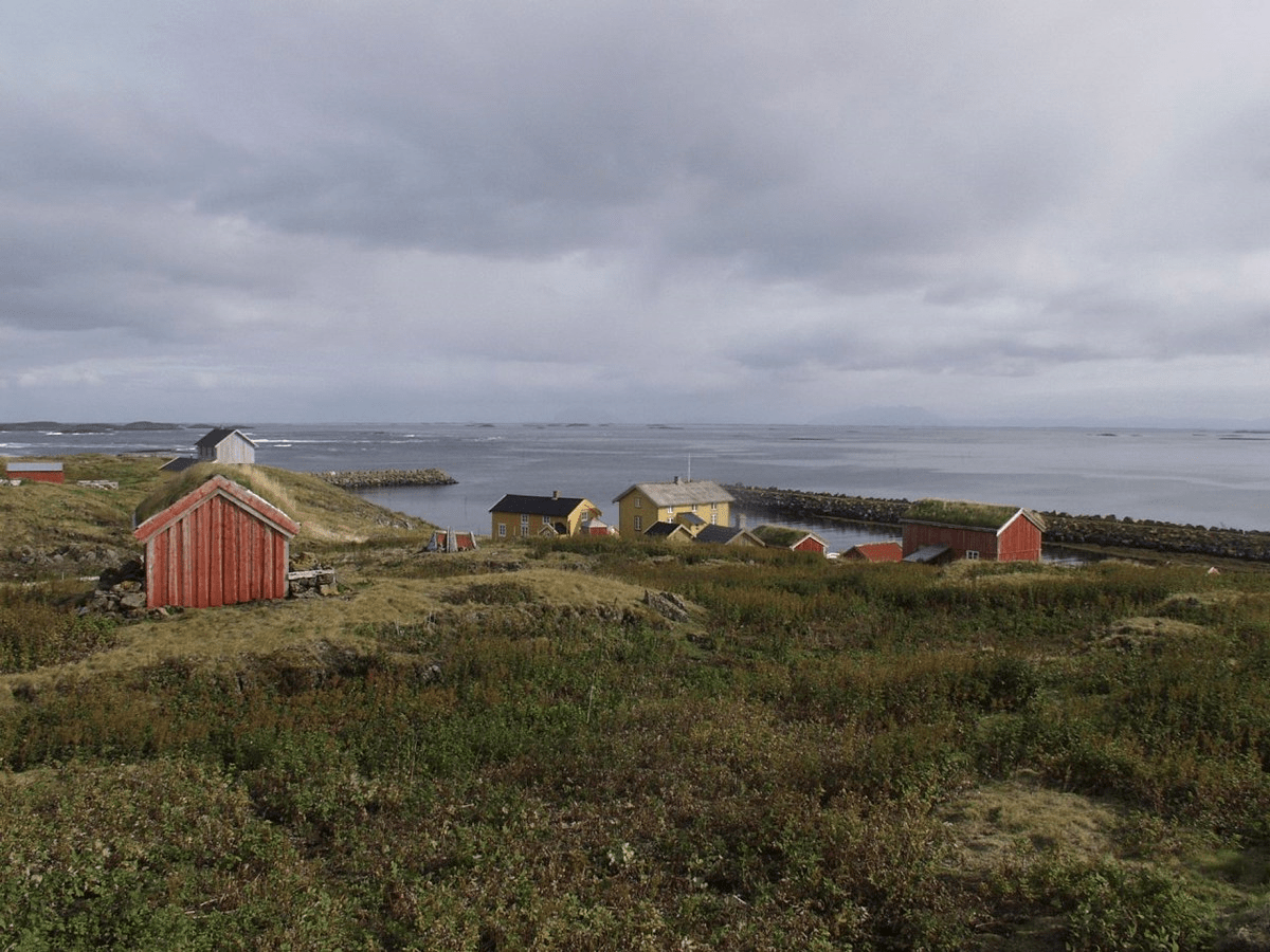 Photo of the buildings on Skjærvær. Skjærvær is part of the Vega Archipelago World Heritage Site. Photo by Jon Brænne, the Directorate for Cultural Heritage